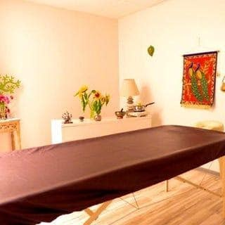 Praticienne en soins et massages Ayurvédiques à Tarbes et Divali près de Nevers à Tapovan près de Fécamp