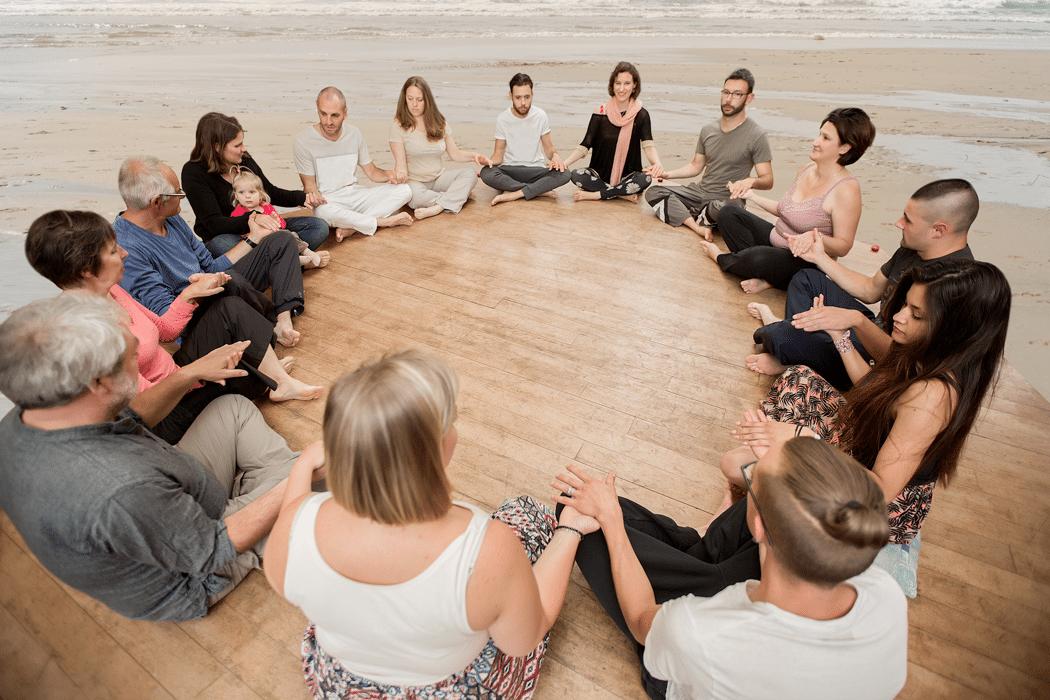 Audrey Belloir, Enseignante en Yoga du cachemire et Yoga du son, Accompagnement de femmes et de couples autour du Féminin, masculin sacré, Permaculture humaine – Auray - La Rochelle – Nantes - Lille