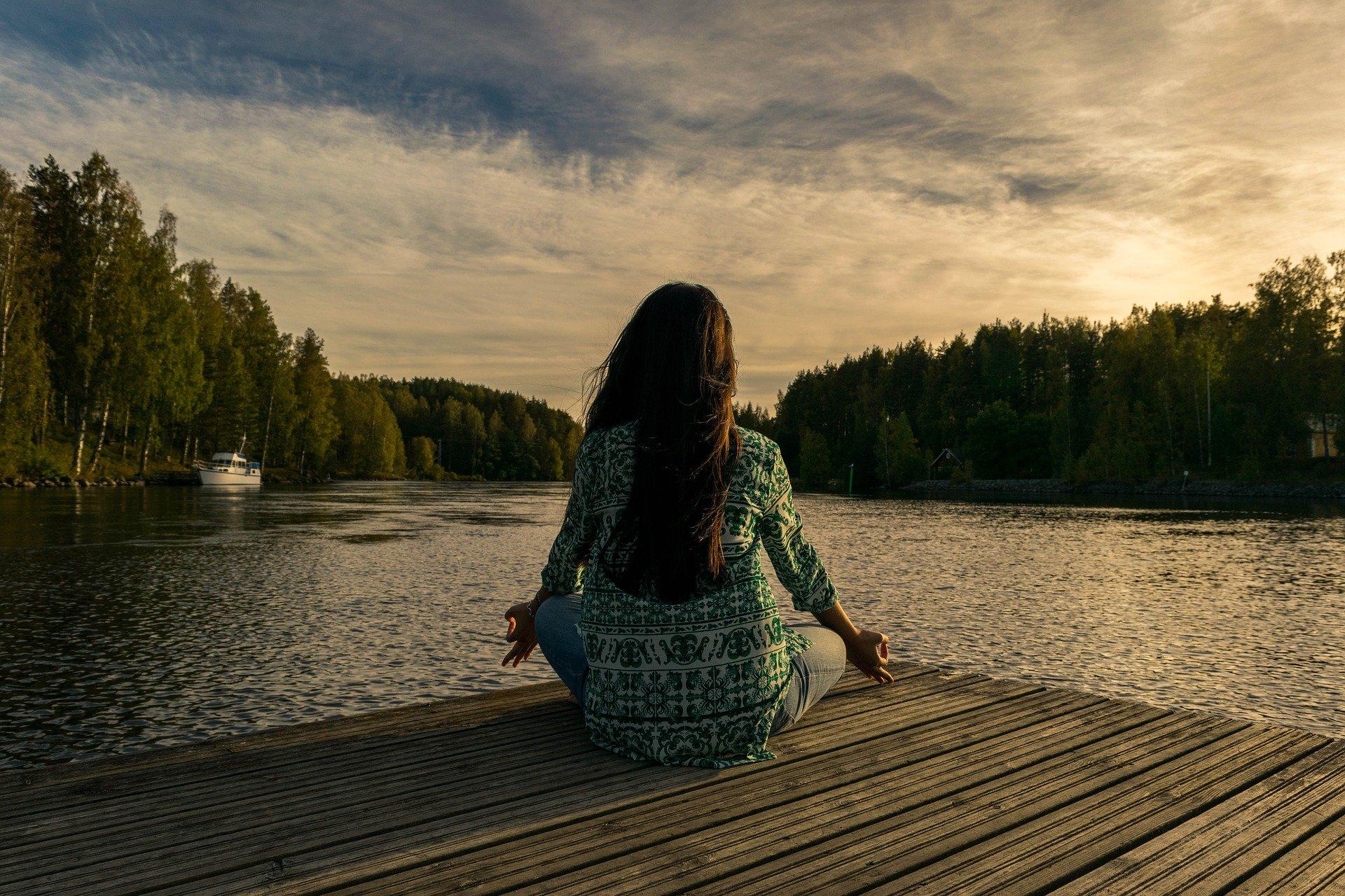 Praticienne en massage amma assis, en Do In, praticienne en Magnétisme, conseil en aromathérapie olfactive quantique, HypnoCoach