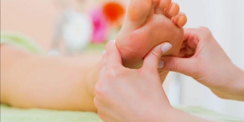 Praticienne en massage Traditionnel Californien, en Réflexologie Plantaire, en Reiki, Soin Egypto-Essenien