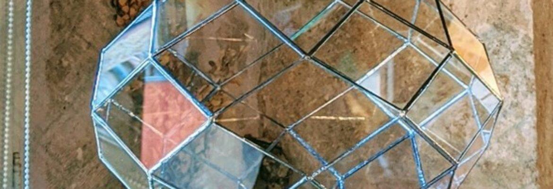 EDWIGE RAILLARD – GEOBIOLOGIE/ Communicatrice et énergéticienne animaux / créatrice de zomes en verre